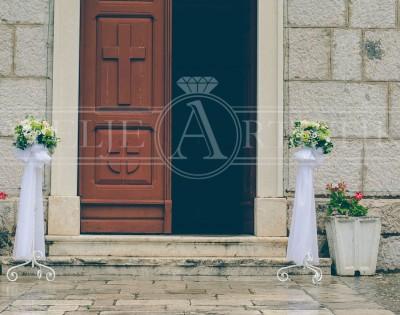 Cvijeće na stalku, dekoracija crkve, Tribunj crkva