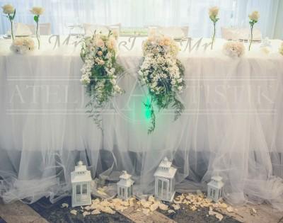 Romantično vjenčanje, krletke, latice od ruža